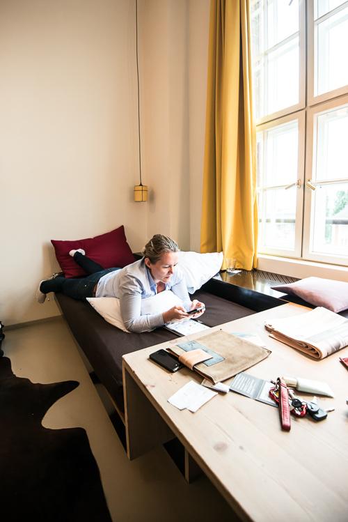 Skriv bare - jeg svarer gerne, hvorend jeg er...... (Her: Michelberger hotel i Berlin)