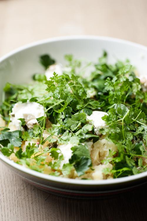 Knuste kartofler med rygeost og krydderurter | Becauseitmatters