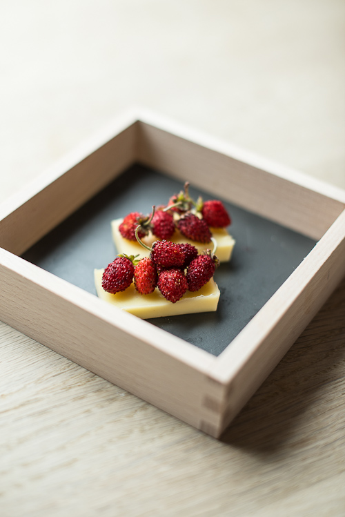 Hvid chokoladegele med skovjordbær