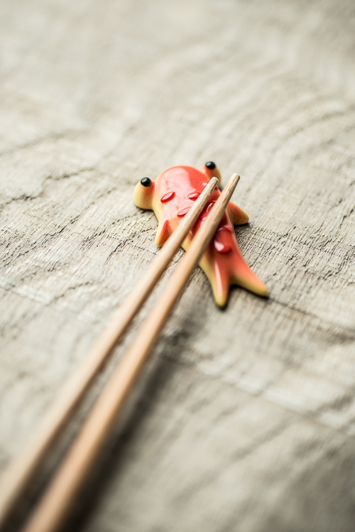 Spisepinde fra Japan og fisk fra Italien