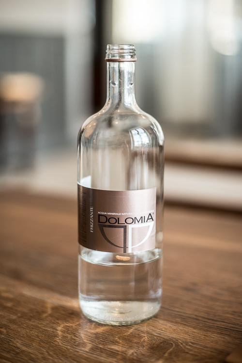 Vand med brus fra Dolomitterne