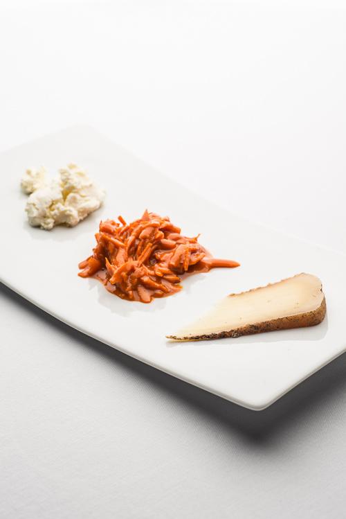 Loke og Kornly i selskab med gulerod