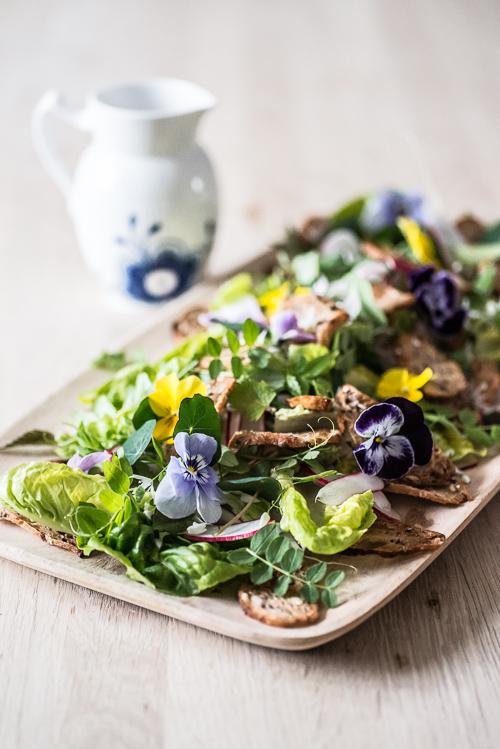 En smuk salat med mormordressing