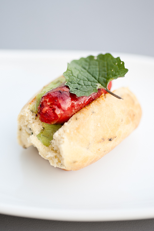 Chorizo hotdogs med ramsløgmayo og løgkarse