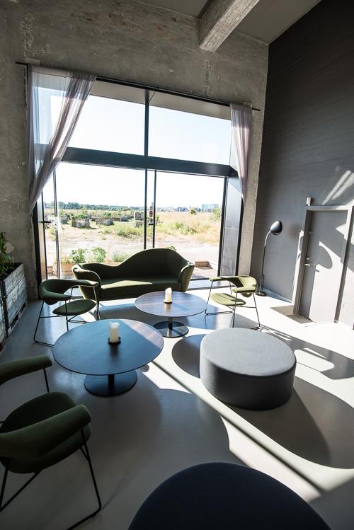Loungen med udsigt til køkkenhaven