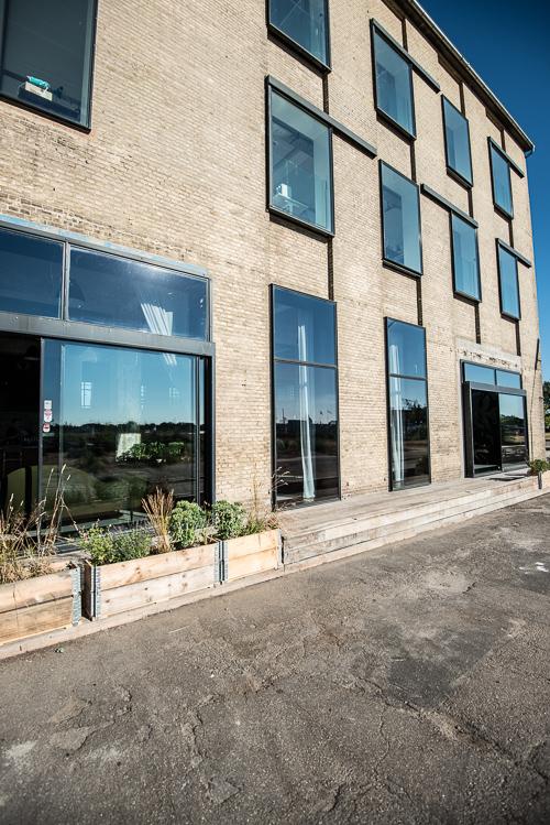Nye vinduer pifter den tidligere værftsbygning op