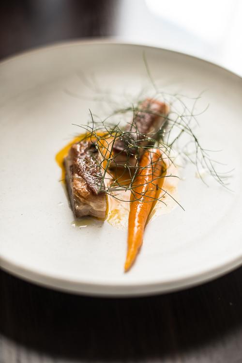 Sprødt lammebryst med gulerod og lavendel