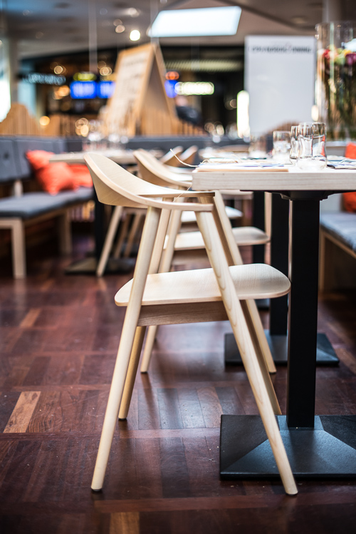 Interiøret er typisk nordisk minimalisme og selve restauranten ligner sig selv  fra sidste år