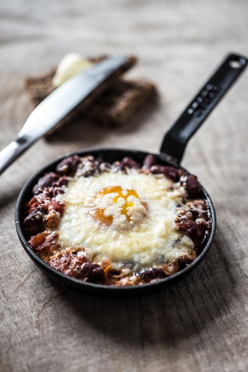 Serveret med æg og ost til søndagsmorgenmad