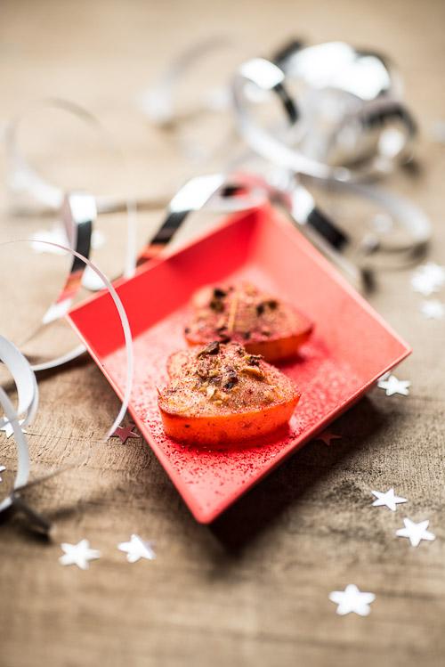 I hjertefacon med pistacienødder og jordbærstøv