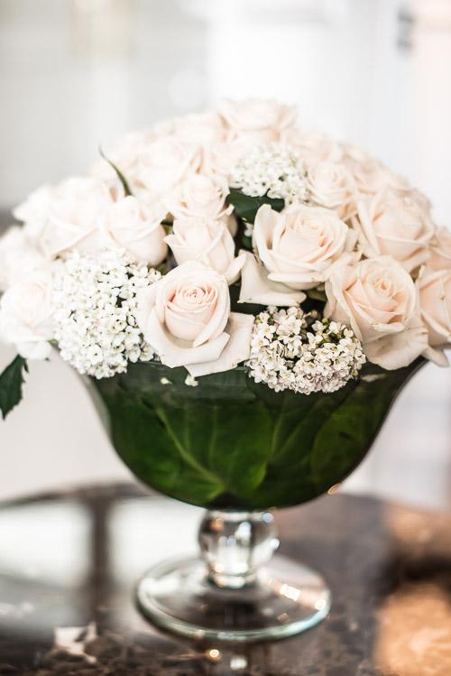 Slottets egen florist sørger for skønne blomster over alt