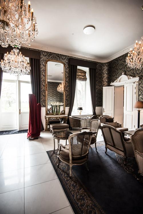 Lysebrunt plys, tapeter og enorme lysekroner samt en overdækkket harpe - jo, Slottet har bestemt genfundet sit format
