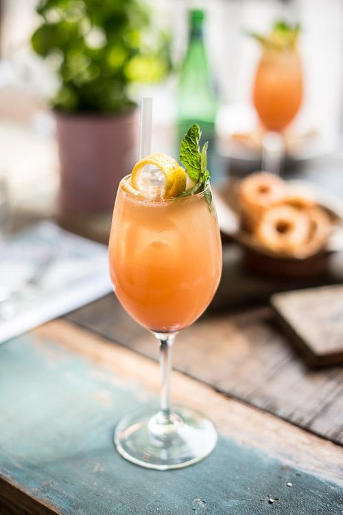 Virgin cocktail med rød grape