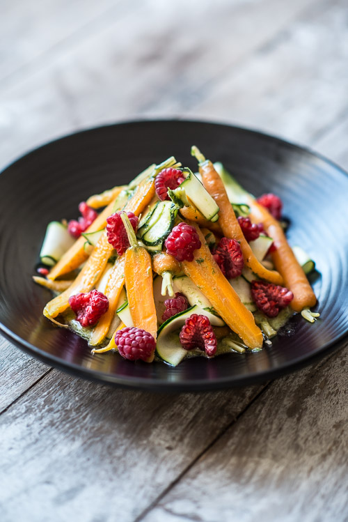 Lun salat af gulerødder, squash, hindbær og cremet estragonvinaigrette | Becauseitmatters