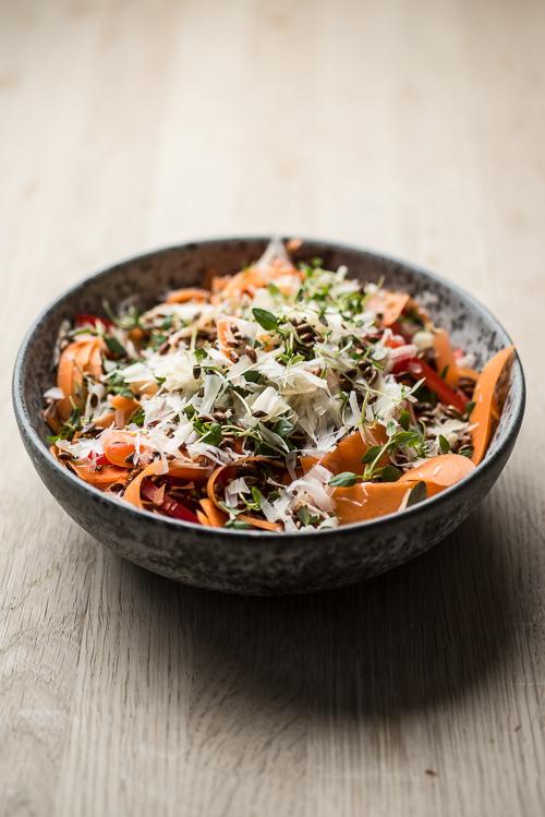 En salat i smukke farver med godt knas